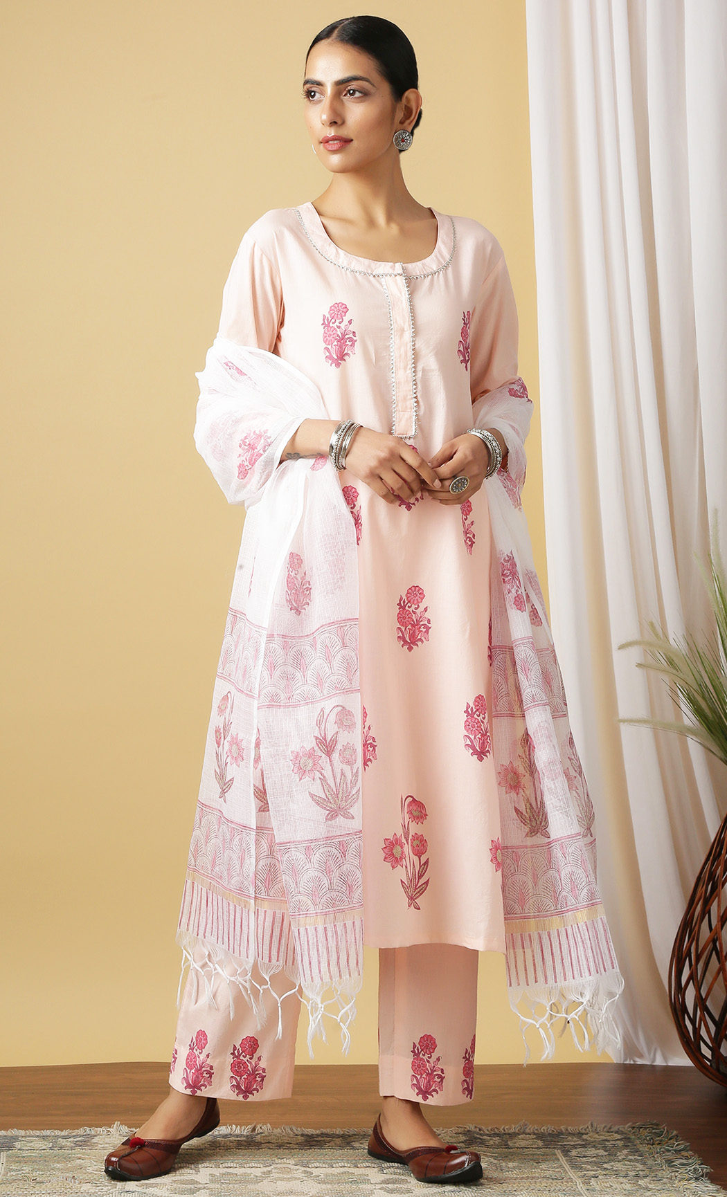 Surajmukhi Gulabi Peach Kurta and Pants Set. Buy Online.