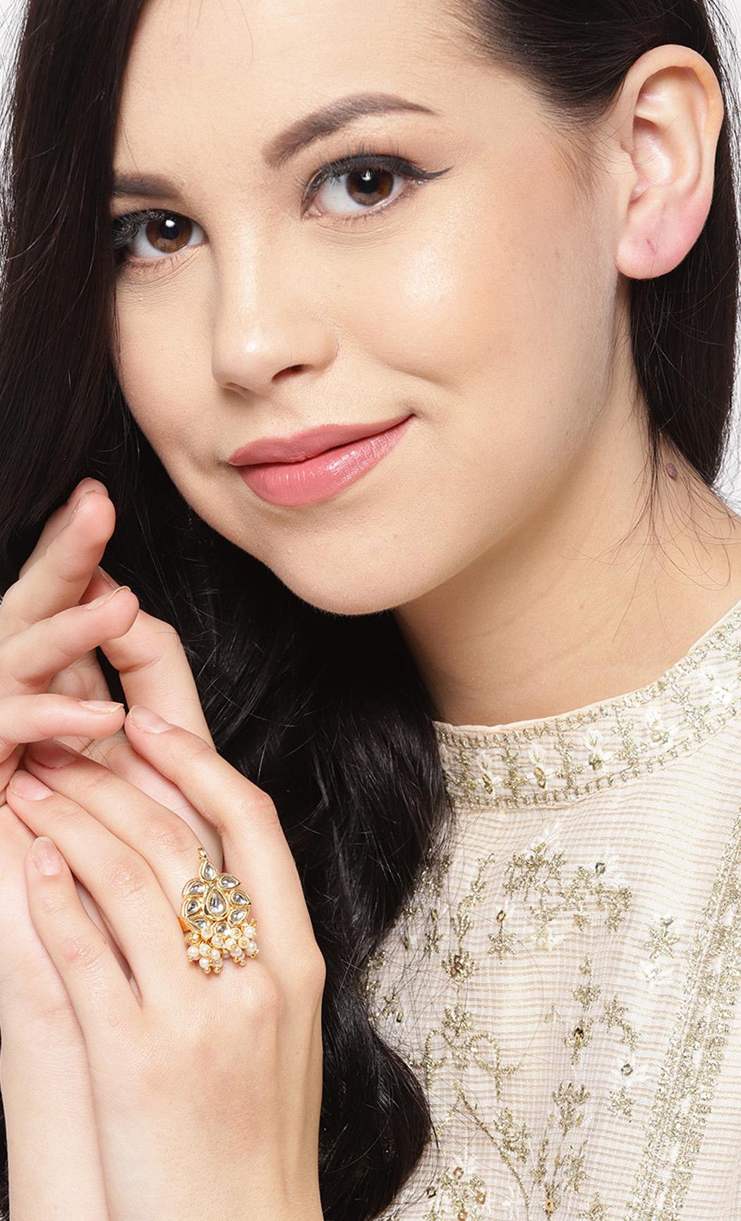 Off-White Kundan Adjustable Ring